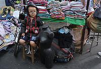 BOGOTÁ -COLOMBIA. Comercio informal en el barrio 20 de Julio en la ciudad de Bogotá, Colombia./ Informal trading at 20 de Julio neighborhood in Bogota, Colombia. Photo: VizzorImage/ Gabriel Aponte / Staff
