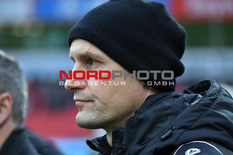 28.01.2018, BayArena, Leverkusen , GER, 1.FBL., Bayer 04 Leverkusen vs. 1. FSV Mainz 05<br /> im Bild / picture shows: <br /> Heiko Herrlich Trainer (Bayer Leverkusen), Querformat, <br /> <br /> <br /> Foto &copy; nordphoto / Meuter