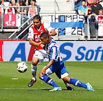 Nederland, Alkmaar, 26 augustus 2012.Eredivisie.Seizoen 2012-2013.AZ-SC Heerenveen.Pele van Anholt (r.) van SC Heerenveen en Adam Maher (l.) van AZ strijden om de bal.