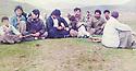 Iran 1988 .In Kani Dinar, Mahmoud Sangawy with a child and a peshmergas's family .Iran 1988 .A Kani Dinar, Mahmoud Sangawy avec un enfant d'une famille de peshmergas