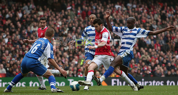 PICTURE BY JEREMY RATA/SWPIX.COM - Barclays Premier League Football - Arsenal v Reading - Emirates Stadium, London, England - 19/04/08. Arsenals Cesc Fabregas bursts past Readings Kalifa Cisse ..Copyright - Simon Wilkinson - 07811267706..