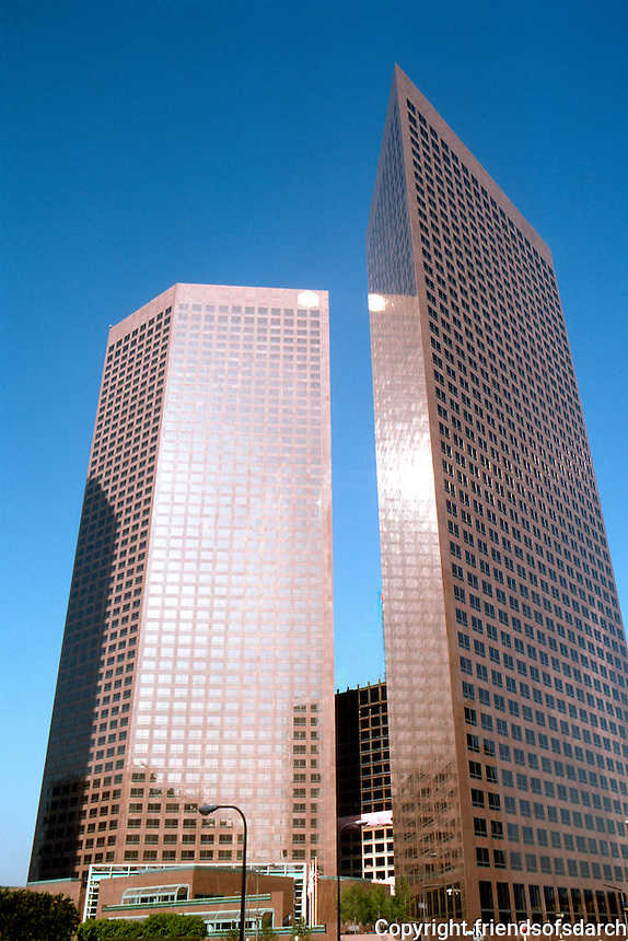 Los Angeles: Bunker Hill--two banks.  Photo '84.
