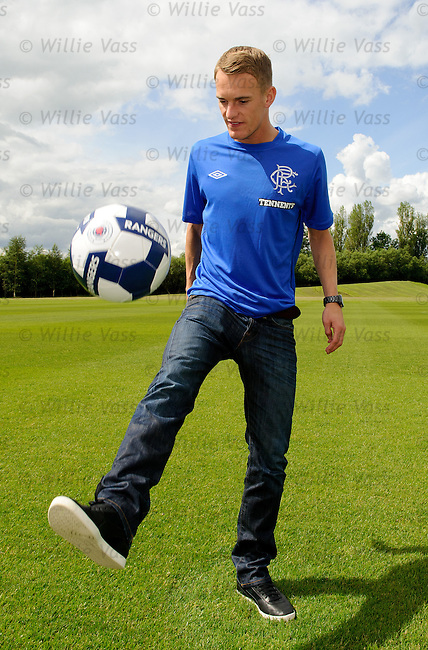 Dean Shiels signs for Rangers