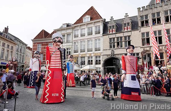 Nederland - Bergen op Zoom - 16 september 2018. Reuzengroep De Huzaren.   Op zondag 16 september 2018 vindt in Bergen op Zoom de Brabant Stoet plaats. Dit is een grootst opgezet festival van de lopende cultuur. Deze vorm van cultuur is kenmerkend voor Brabant. In de Brabant Stoet zijn zo'n honderd vormen van lopende (en rijdende) cultuur te zien zoals gilden, fanfares, steltlopers, reuzen, carnaval, ommegangen en praalwagens. De Brabant Stoet wordt samengesteld met groepen uit zowel Noord-Brabant als Vlaams- en Waals-Brabant.   Foto Berlinda van Dam / Hollandse Hoogte