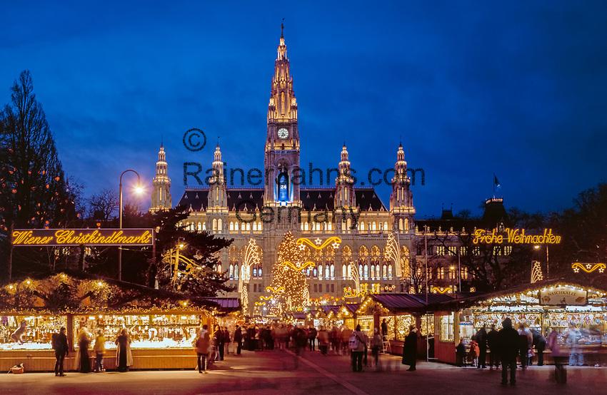 Oesterreich, Wien, Christkindlmarkt vor dem Neuen Rathaus   Austria, Vienna, Christmas Fair at New City Hall