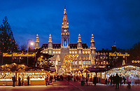 Oesterreich, Wien, Christkindlmarkt vor dem Neuen Rathaus | Austria, Vienna, Christmas Fair at New City Hall