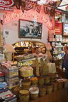 Europe/Turquie/Istanbul :  Dans le Grand Bazar Etal d'un magasin d'épices