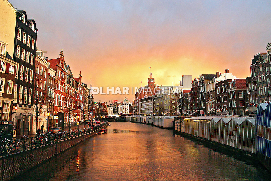Mercado das flores e canal em Amsterdã. Holanda. 2007. Foto de Marcio Nel Cimatti.