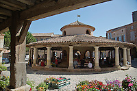Europe/France/Midi-Pyrénées/82/Tarn-et-Garonne/Auvillar: Jour de marché et  la halle circulaire sur colonnes, construite en 1825