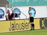 22.05.2020, Voith-Arena, Heidenheim, GER, 2.FBL, 1.FC Heidenheim vs Wehen-Wiesbaden 22.05.2020 , <br />Nur für journalistische Zwecke!<br /><br />Gemäß den Vorgaben der DFL Deutsche Fußball Liga ist es untersagt, in dem Stadion und/oder vom Spiel angefertigte Fotoaufnahmen in Form von Sequenzbildern und/oder videoähnlichen Fotostrecken zu verwerten bzw. verwerten zu lassen. <br /><br />Only for editorial use! <br /><br />DFL regulations prohibit any use of photographs as image sequences and/or quasi-video..<br />im Bild<br />Schhiedsrichter Timo Gerach schaut sich die strittige Szene auf dem Monitor an (VAR) <br /> Foto: Rodzinski/Wehen-Wiesbaden / via Bratic / nordphoto