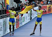 HEERDE - NETHERLANDS: 02-07-2018: Pedro Causil (Der.) medalla de oro y Edwin Estrada (Izq.) medalla de plata, patinadores de Colombia, celebran la victoria con la bandera de su país, durante la prueba de los 500 metros Mayores Varones en el Campeonato Mundial de Patinaje de Carreras en el patinodromo Skeelereclub Oost Velluwe en la ciudad de Heerde en Holanda. / Pedro Causil (R) Gold Medal and Edwin Estrada (L) Silver Medal, celebrates the victory with the flag of hes country, during the 500 meters Men´s Senior race in the World Skating Championship, at the skating rink Skeelereclub Oost Velluwe in the city of Heerde in Netherlans. / Photo: VizzorImage / Luis Ramirez / Staff.