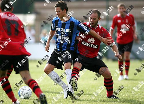 2010-07-21 / Seizoen 2010-2011 / Voetbal / S.K. Wilrijk - K. Rupel Boom / Dries Ventose van Rupel Boom met Nick Schaffor van Wilrijk in de rug..Foto: mpics