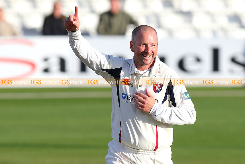 Darren Stevens of Kent celebrates the wicket of Jamie Porter - Essex CCC vs Kent CCC - LV County Championship Division Two Cricket at the Essex County Ground, Chelmsford, Essex - 19/04/15 - MANDATORY CREDIT: TGSPHOTO - Self billing applies where appropriate - contact@tgsphoto.co.uk - NO UNPAID USE