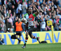Twickenham, England. Ugo Monye of Harlequins runs in for a try during the Aviva Premiership game between Harlequins and Leicester Tigers at Twickenham Stoop, London, England. 21 April 2012.