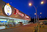 Restaurantes Frango Assado na Rodovia Carvalho Pinto. São Paulo. 2009. Foto de Juca Martins.