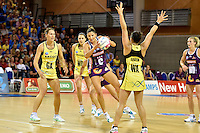 Kimberley Ravaillion in action during the ANZ Championship - Mojo Pulse v Queensland Firebirds at Te Rauparaha Arena, Porirua, New Zealand on Sunday 8 March 2015. <br /> Photo by Masanori Udagawa. <br /> www.photowellington.photoshelter.com.