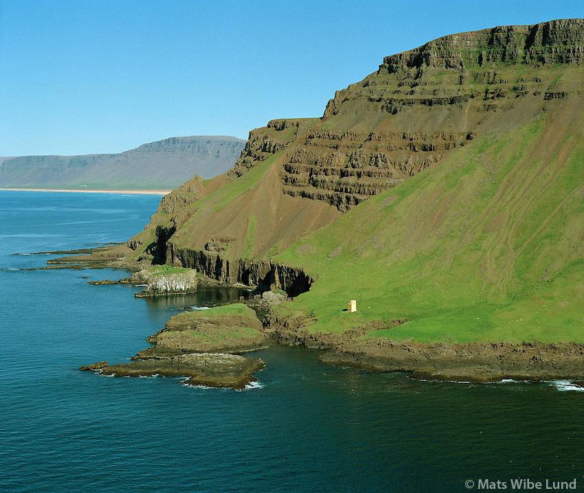 Skor, Skorarviti, Rauðasandshreppur. Loftmynd.Skor, Skorarviti lighthouse, Raudasandshreppur. Aerial