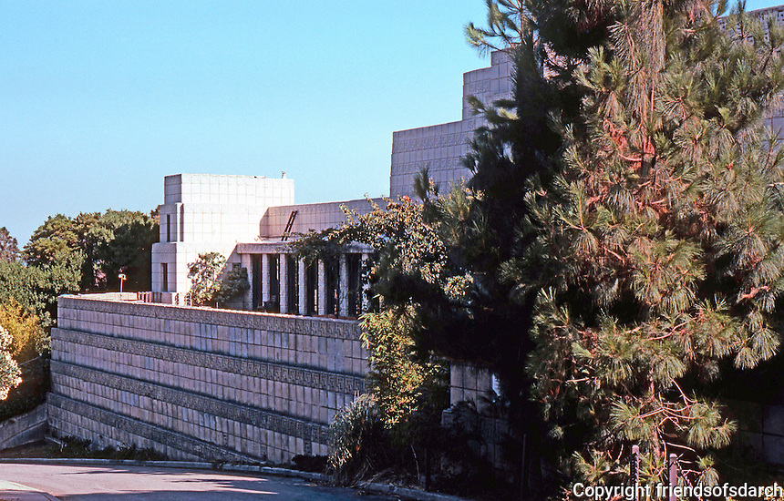 F.L. Wright: Ennis-Brown House, Hollywood 1924. 2607 Glendower.  Photo '82.