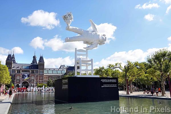 Nederland - Amsterdam - 2018.  Museumpleim. Self-portrait of a Dreamer van Joseph Klibansky. Foto Berlinda van Dam / Hollandse Hoogte.