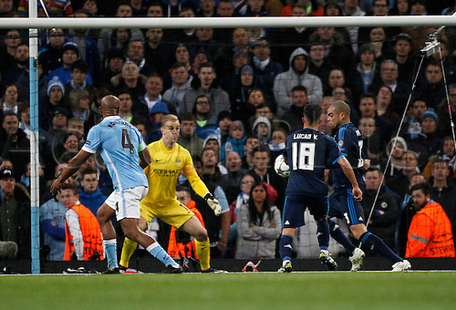26.04.2016. The Etihad, Manchester, England. UEFA Champions League. Manchester City versus Real Madrid. Manchester City keeper Joe Hart watches as Real Madrid defender Pepe prepares to shoot inside the City area.