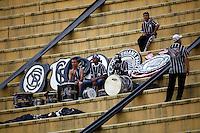 SAO PAULO, SP, 25 DE MARCO DE 2012 - CAMP. PAULISTA CORINTHIANS X PALMEIRAS - Torcedor do Corinthians momentos antes da partida contra o Palmeiras em partida valida pela 15 rodada do Campeonato Paulista, no Estadio Paulo Machado de Carvalho (Pacaembu), neste domingo. 25. (FOTO: WILLIAM VOLCOV / BRAZIL PHOTO PRESS).