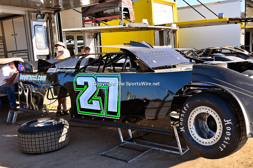 Feb 17, 2014; 4:41:15 PM;  Barberville, FL, USA;  World of Outlaws Late Model Series for 43rd Annual DIRTcar Nationals presented by Summit Racing Equipment at Volusia Speedway Park.  Mandatory Credit: (thesportswire.net)