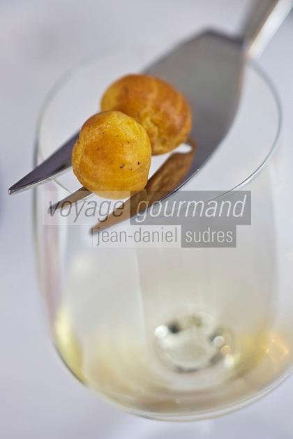 Europe/France/Rhône-Alpes/73/Savoie/Chambéry: Restaurant:  Mini Gougères et vin blanc de Savoie -recette d'Alexandre Ongaro, Restaurant: Côté Marché