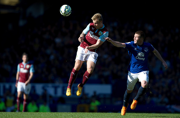 Burnley's Scott Arfield beats Everton's James McCarthy to the ball<br /> <br /> Photographer Stephen White/CameraSport<br /> <br /> Football - Barclays Premiership - Everton v Burnley - Saturday 18th April 2015 - Goodison Park - Everton<br /> <br /> &copy; CameraSport - 43 Linden Ave. Countesthorpe. Leicester. England. LE8 5PG - Tel: +44 (0) 116 277 4147 - admin@camerasport.com - www.camerasport.com