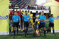 CUCUTA -COLOMBIA, 20-08-2015: Gustavo Gonzalez (segundo desde Der), arbitro, ingresa al campo de juego previo al encuentro entre Cucuta Deportivo y Atlético Huila por la fecha 7 de la Liga Aguila II 2015 disputado en el estadio General Santander de la ciudad de Cúcuta./ Gustavo Gonzalez (second from R), referee, go inside the field prior the match between Cucuta Deportivo and Atletico Huila for the 7th  date of the Aguila League II 2015 played at General Santander stadium in Cucuta city. Photo: VizzorImage / Manuel Hernandez /
