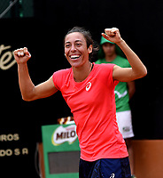 BOGOTA - COLOMBIA – 15 – 04 - 2017: Francesca Schiavonne de Italia, celebra la victoria sobre Lara Arruabarrena de España, durante partido por el Claro Colsanitas WTA, que se realiza en el Club Los Lagartos de la ciudad de Bogota. / Francesca Schiavonne from Italy, celebrates a the victory over Lara Arruabarrena From Spain, during a match for the WTA Claro Colsanitas, which takes place at Los Lagartos Club in Bogota city. Photo: VizzorImage / Luis Ramirez / Staff.