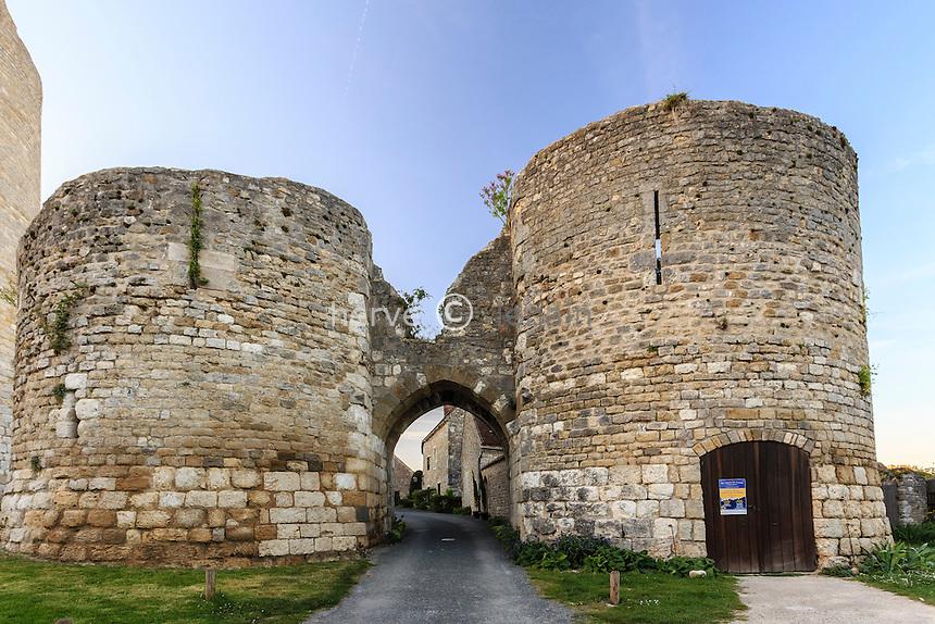France, Loiret (45), Y&egrave;vre-la ville, ancienne commune de Y&egrave;vre-le-Ch&acirc;tel, class&eacute;e dans les Plus Beau Village de France, la poterne d'entr&eacute;e du ch&acirc;teau // France, Loiret, Yevre la ville, Yevre le Chatel,, labelled Les Plus Beaux Villages de France (The Most beautiful<br /> Villages of France), the castel