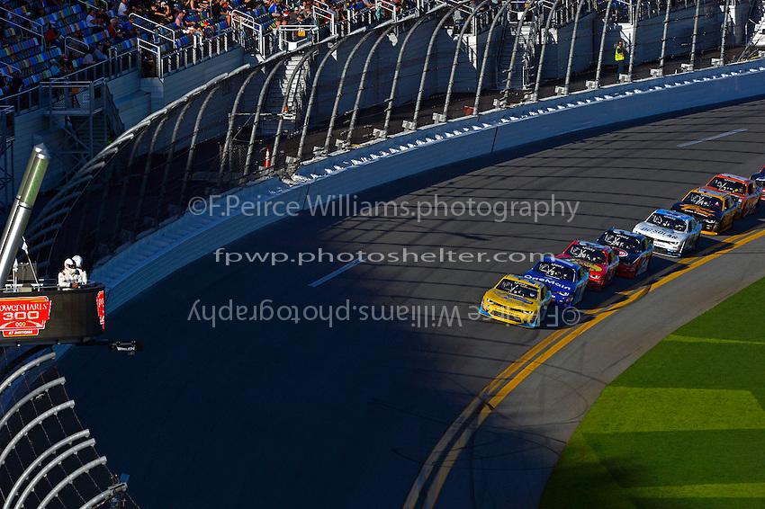 19-20 February, 2016, Daytona Beach, Florida USA<br /> Kasey Kahne leads the field into the darking shade of the tri-oval.<br /> &copy;2016, F. Peirce Williams