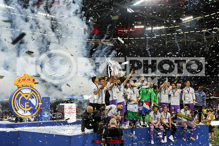 Real Madrid players lift the Champions League Trophy during the UEFA Champions League Final match between Real Madrid and Juventus at the National Stadium of Wales, Cardiff, Wales on 3 June 2017. Photo by Giuseppe Maffia.<br /> <br /> Giuseppe Maffia/UK Sports Pics Ltd/Alterphotos /nortephoto.com
