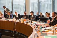 Am 2. Juni 2016 fand die 20. Sitzung des 2. NSU-Untersuchungsausschusses des Deutschen Bundestag statt. Als Zeuge der nichtöffentlichen Sitzung war Hans-Georg Maassen, Praesident des Bundesamt fuer Verfassungsschutz geladen.<br /> Im Bild vlnr: Armin Schuster, Ausschuss-Obmann der CDU; Clemens Binninger Ausschussvorsitzender, CDU; zwei Mitarbeiter des Ausschusssekretariats; Susann Ruethrich, SPD-Mitglied im Ausschuss; Uli Groetsch, Polizeibeamter und Obmann der SPD.<br /> 2.6.2016, Berlin<br /> Copyright: Christian-Ditsch.de<br /> [Inhaltsveraendernde Manipulation des Fotos nur nach ausdruecklicher Genehmigung des Fotografen. Vereinbarungen ueber Abtretung von Persoenlichkeitsrechten/Model Release der abgebildeten Person/Personen liegen nicht vor. NO MODEL RELEASE! Nur fuer Redaktionelle Zwecke. Don't publish without copyright Christian-Ditsch.de, Veroeffentlichung nur mit Fotografennennung, sowie gegen Honorar, MwSt. und Beleg. Konto: I N G - D i B a, IBAN DE58500105175400192269, BIC INGDDEFFXXX, Kontakt: post@christian-ditsch.de<br /> Bei der Bearbeitung der Dateiinformationen darf die Urheberkennzeichnung in den EXIF- und  IPTC-Daten nicht entfernt werden, diese sind in digitalen Medien nach §95c UrhG rechtlich geschuetzt. Der Urhebervermerk wird gemaess §13 UrhG verlangt.]