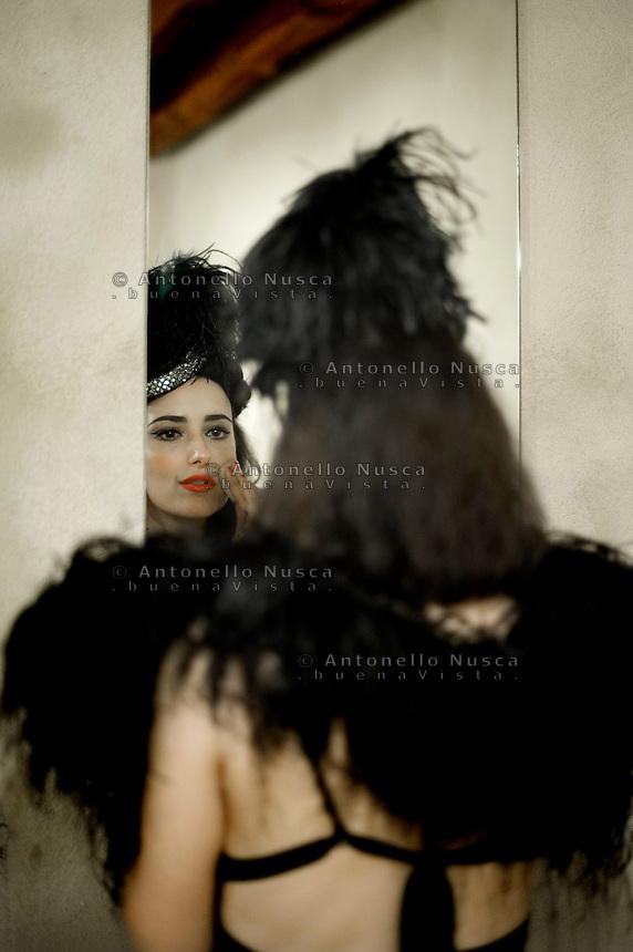 Senigallia, Agosto 2013. La regina Italiana del Burlesque, Grace Hall prima di esibirsi al Summer Jamboree Festival