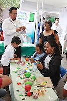 """Oaxaca de Juárez, Oax. 06/11/2015.- Este viernes dieron inicio las actividades de la """"Feria Digital 2015"""", en donde participan un total de 42 expositores, de los cuales 18 son dependencias estatales, seis dependencias federales, 15 instituciones educativas y tres empresas del ramo de la tecnología.<br /> <br /> Teniendo como sede el parque """"El Pañuelito"""", del 6 al 9 de noviembre; en estos módulos los participantes darán a conocer sus más recientes avances, así mismo impulsaran el aprendizaje digital y la capacitación para hacer uso de la tecnología en el proceso educativo y en otros sectores.<br /> <br /> Foto: Patricia Castellanos / Obture."""