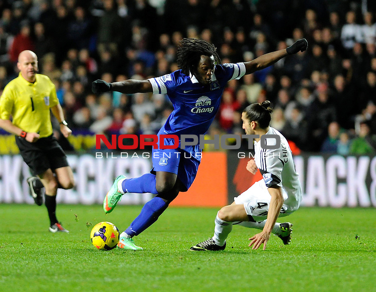 Swansea City's Chico challenges Everton's Romelu Lukaku -    22/12/2013 - SPORT - FOOTBALL - Liberty Stadium - Swansea - Swansea City v Everton - Barclays Premier League<br /> Foto nph / Meredith<br /> <br /> ***** OUT OF UK *****