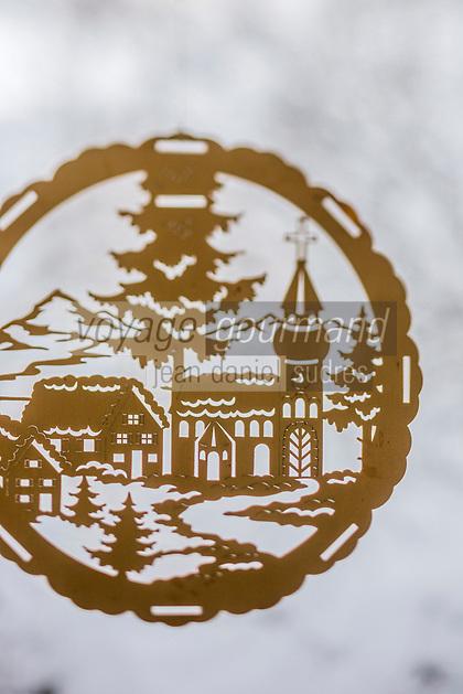 Europe/Allemagne/Bade-Würrtemberg/Forêt Noire/Baiersbronn:  Création de décoration de Noël en bois découpé chez Möhrle Intarsien