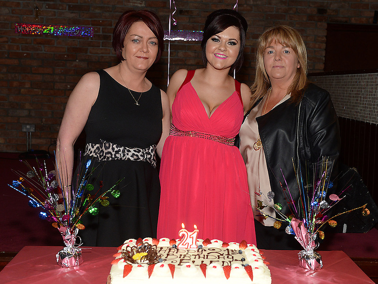 Ellen Branigan celebrating her 21st birthday in McHugh's with aunts Eilish Branigan and Mary Murphy. Photo:Colin Bell/pressphotos.ie