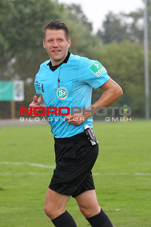 12.09.2020, JODA Sportpark, Todesfelde, GER, DFB-Pokal Runde1 SV Todesfelde vs. VfL Osnabrueck <br /> <br /> DFB REGULATIONS PROHIBIT ANY USE OF PHOTOGRAPHS AS IMAGE SEQUENCES AND/OR QUASI-VIDEO.<br /> <br /> im Bild / picture shows<br /> Patrick Ittrich (Hamburg)<br /> <br /> <br /> <br /> Foto © nordphoto / Tauchnitz