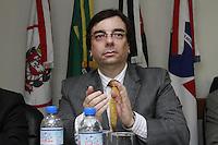 SAO PAULO,SP, 02 JANEIRO 2013 - POSSE NOVO PRESIDENTE DA OAB SP - Luiz Flavio Borges D Urso, ex-presidente da OAB, durante posse de  Marcos da Costa, novo presidente da OAB SP para o trienio 2013/2015 - Costa tomou posse na tarde dessa quarta-feira, 02, na ocasiao também foi empossada a nova Diretoria e o Conselho Seccional, alem  da Diretoria da Caixa de Assitencia dos Advogados de Sao Paulo(Caasp), na sede da OAB, zona central da capital - FOTO: LOLA OLIVEIRA/BRAZIL PHOTO PRESS