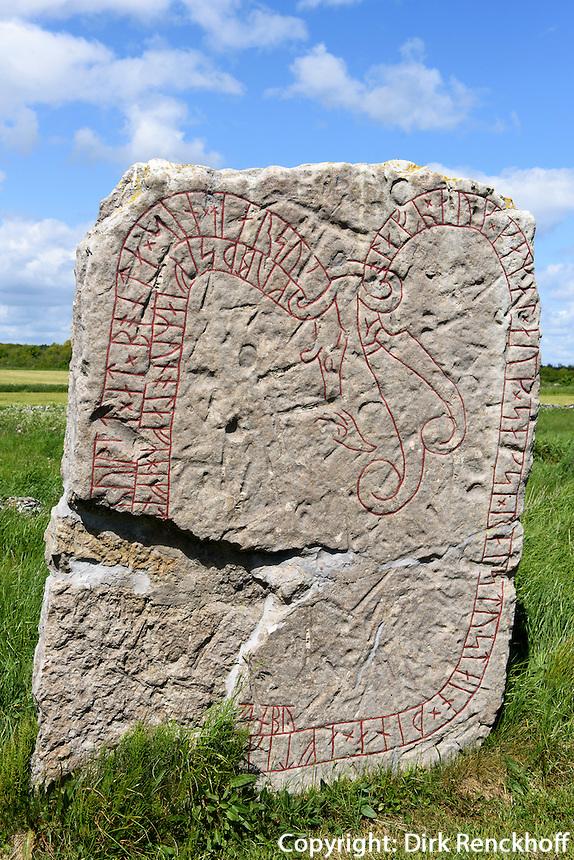 Runenstein bei Lerkaka  auf der Insel &Ouml;land, Provinz Kalmar, Schweden, Europa<br /> Rune stone near Lerkaka, Isle if &Ouml;land, province Kalmar, Sweden