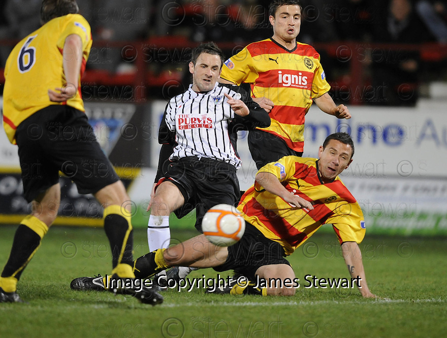 14/11/2009  Copyright  Pic : James Stewart.sct_jspa14_dunfermline_v_partick  . :: DAVID GRAHAM IS CHALLENGED BY JOHN ROBERTSON :: .James Stewart Photography 19 Carronlea Drive, Falkirk. FK2 8DN      Vat Reg No. 607 6932 25.Telephone      : +44 (0)1324 570291 .Mobile              : +44 (0)7721 416997.E-mail  :  jim@jspa.co.uk.If you require further information then contact Jim Stewart on any of the numbers above.........