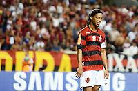 RIO DE JANEIRO, RJ, 01 DE FEVEREIRO 2012 - LIBERTADORES - Flamengo X Real Potosi - Ronaldinho, do Flamengo, durante partida válida pela Libertadores 2012 entre Flamengo e Real Potosi no estádio do Engenhão, no Rio de Janeiro. (FOTO: MAURO PIMENTEL - NEWS FREE).