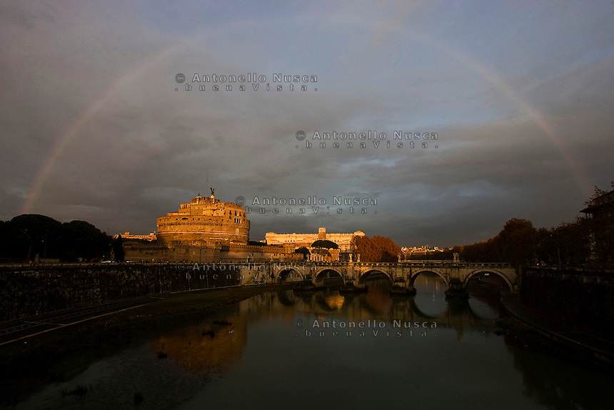 Rainbow at Saint Angel Castle. Arcobaleno su Castel Sant'Angelo