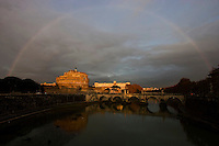 Rainbow at Saint Angel Castle. Arcobaleno su Castel Sant'Angelo