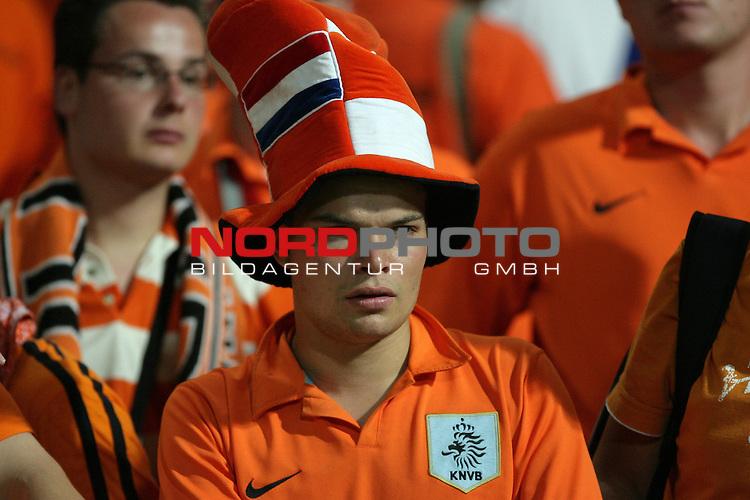 FIFA WM 2006 -  Round of Sixteen - / Viertelfinale <br /> Play     #52 (25-Jun) - Portugal vs Niederlande ( Holland ) 1:0<br /> <br /> <br /> Kann es nicht fassen, Fan aus den Niederlanden nach der Niederlage - entt&permil;uschtg<br /> <br /> <br /> Foto &copy; nordphoto
