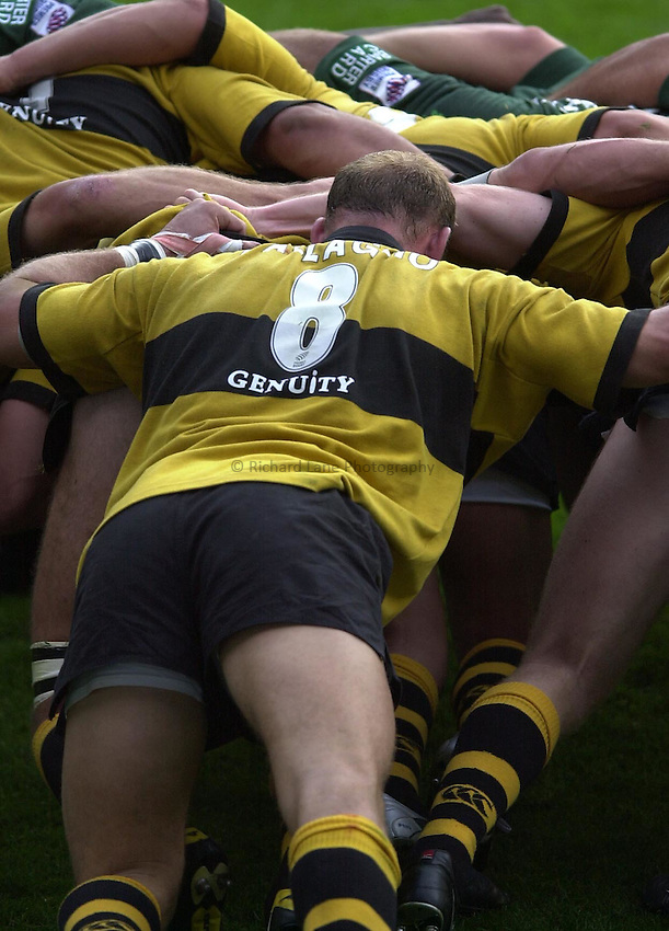 Photo Peter Spurrier.29/09/2002.Zurich Premiership Rugby - London Irish v Wasps.Wasps No.8 Lawrence Dallaglio applies the power at the back of the scrum.
