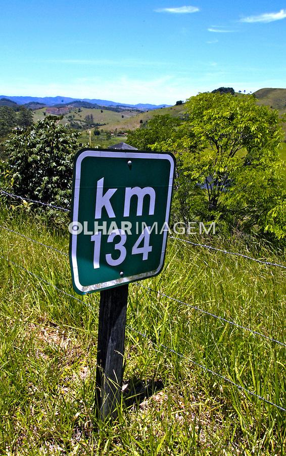 Placa de sinalização de estrada. Foto de Manuel Lourenço.