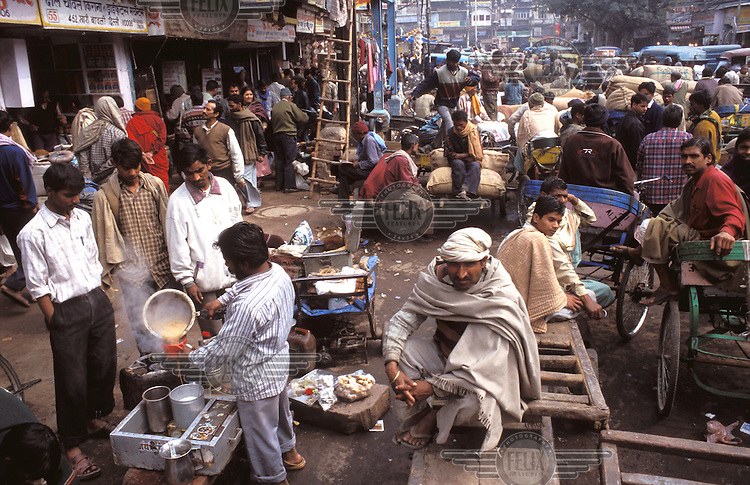 © Jean-Leo Dugast / Panos Pictures..Delhi, INDIA..Crowded marketplace along the side of the Khari-Baoli road.